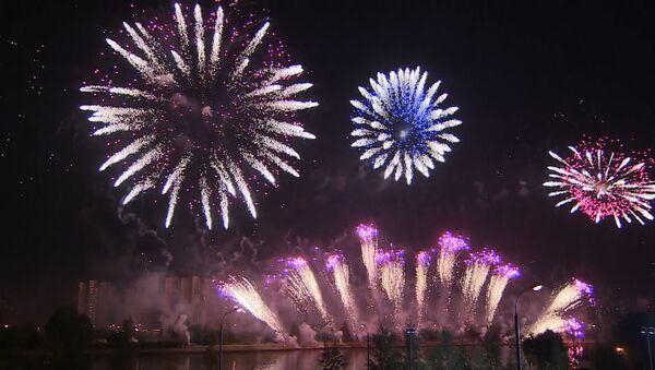 Fuochi d'artificio al Festival a Mosca - Sputnik Italia