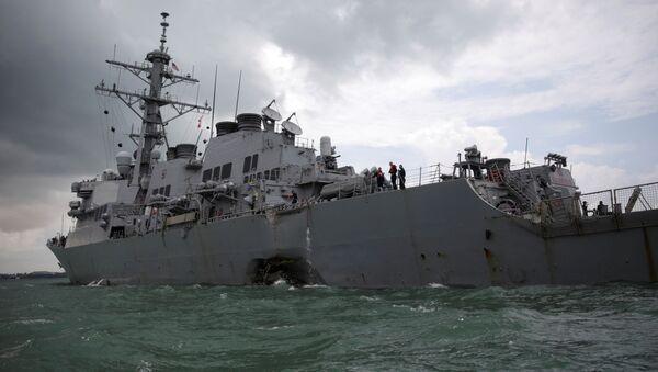 Американский военный эсминец USS John S. McCain после столкновения с нефтяным танкером Alnic MC в Южно-Китайском море - Sputnik Italia