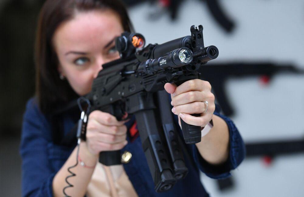 I nuovi fucili Kalashnikov presentati al forum Armiya 2017