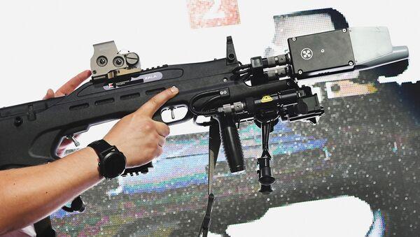 Kalashnikov al forum Armiya 2017 - Sputnik Italia