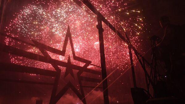Fuochi d'artificio aprono l'esposizione armamenti Armija 2017 - Sputnik Italia