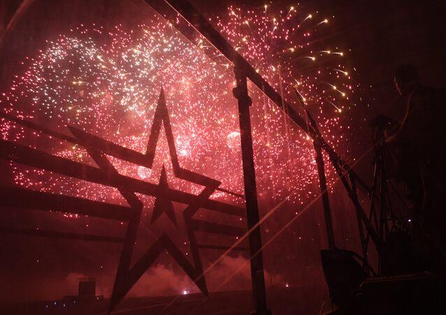 Fuochi d'artificio aprono l'esposizione armamenti Armija 2017