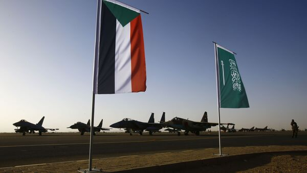 Le bandiere del Sudan e dellArabia Saudita - Sputnik Italia