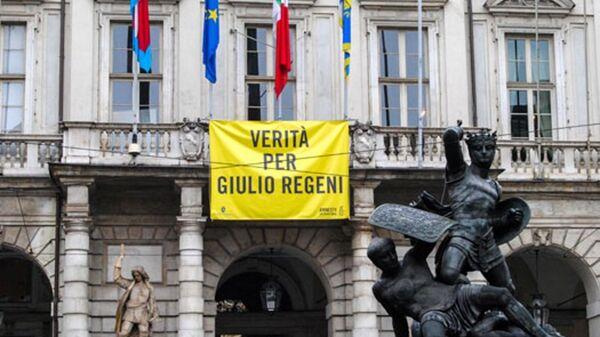 Striscione Verità per Giulio Regeni esposto dal 4 aprile 2016 sulla facciata di Palazzo Civico (municipio di Torino) - Sputnik Italia
