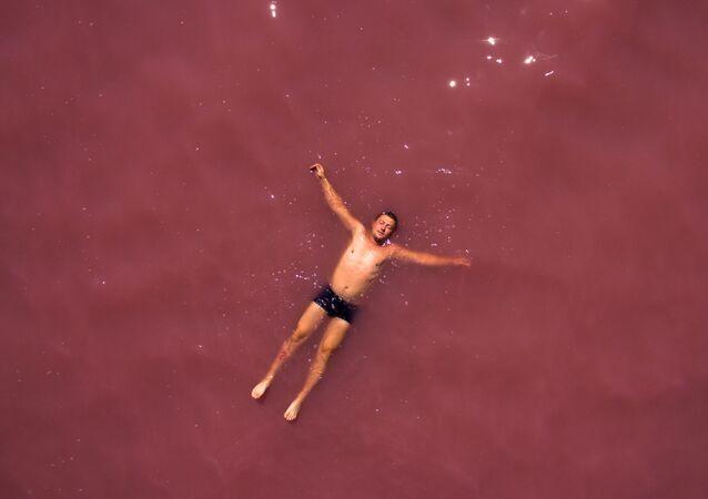 Il lago rosa della Siberia