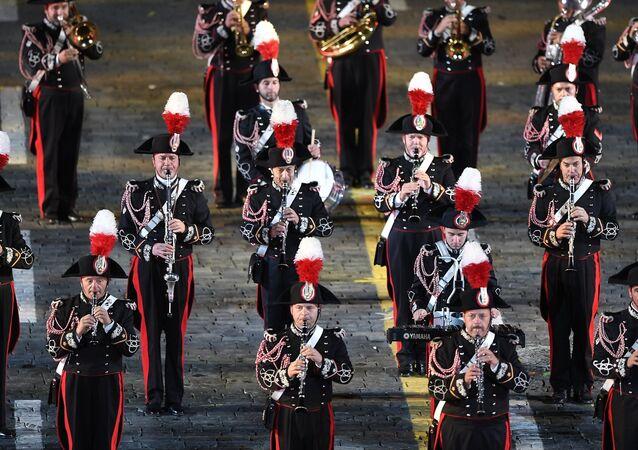 La cerimona dell'apertura del 10° festival delle orchestre militari Torre Spasskaya a Mosca