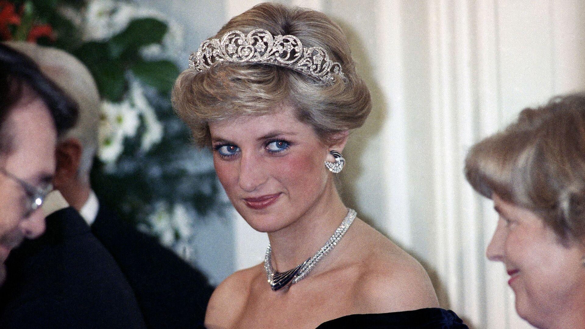 Принцесса Диана на вечернем приеме в честь членов королевской семьи в Бонне,  Германия, 1987 год - Sputnik Italia, 1920, 23.05.2021