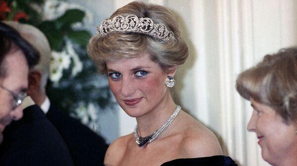 Принцесса Диана на вечернем приеме в честь членов королевской семьи в Бонне,  Германия, 1987 год - Sputnik Italia