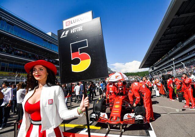 Una Ferrari sulla griglia di partenza del Gran Premio di Russia