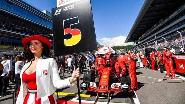 Una Ferrari sulla griglia di partenza del Gran Premio di Russia - Sputnik Italia