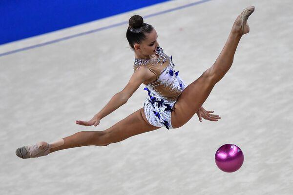 La ginnasta russa Dina Averina alla gara finale dei mondiali di ginnastica artistica a Pesaro, Italia. - Sputnik Italia