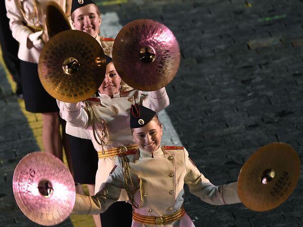 Giovani musicisti alla cerimonia di apertura del 10° festival internazionale delle orchestre militari Torre Spasskaya a Mosca. - Sputnik Italia