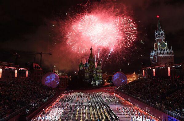La cerimonia di apertura del decimo festival internazionale delle orchestre militari Torre Spasskaya a Mosca. - Sputnik Italia