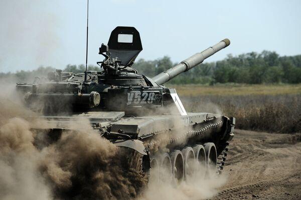 Il carro armato T-72 durante delle esercitazioni nelle regione di Rostov, Russia. - Sputnik Italia