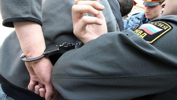 Poliziotti russi arrestano sospettato - Sputnik Italia