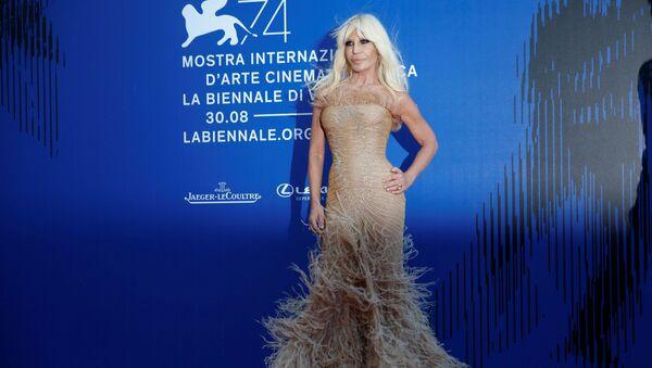 Итальянский модельер Донателла Версаче на 74-ом Венецианском кинофестивале, Италия - Sputnik Italia