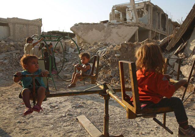 Bambini nella città siriana di Douma