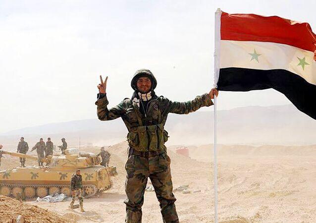 Soldato siriano sul fronte di Deir ez-Zor