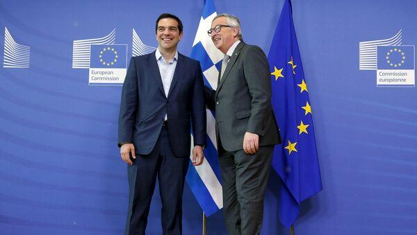 Il primo ministro Alexis Tsipras con il presidente della Commissione Europea Jean-Claude Juncker - Sputnik Italia