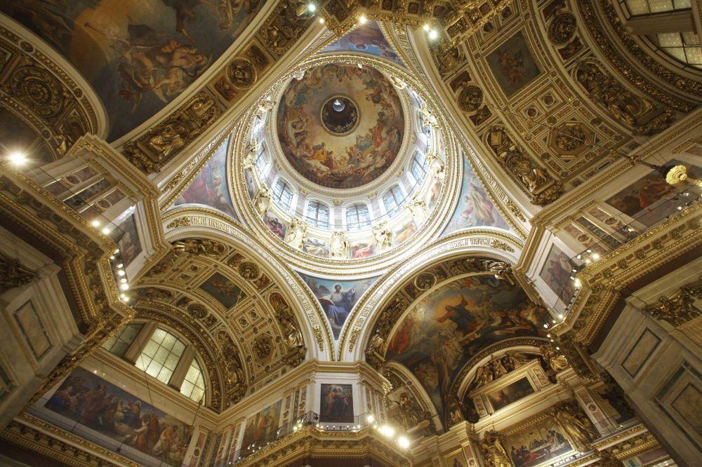 La decorazione interna della cattedrale di Sant'Isacco a San Pietroburgo