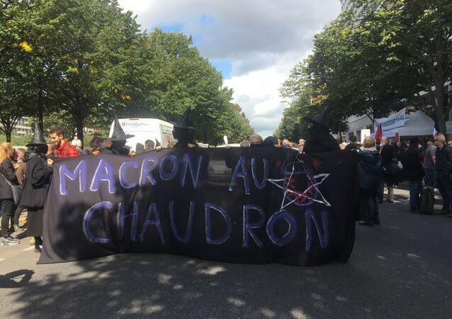 Le manifestazioni contro la riforma del Codice di lavoro a Parigi.
