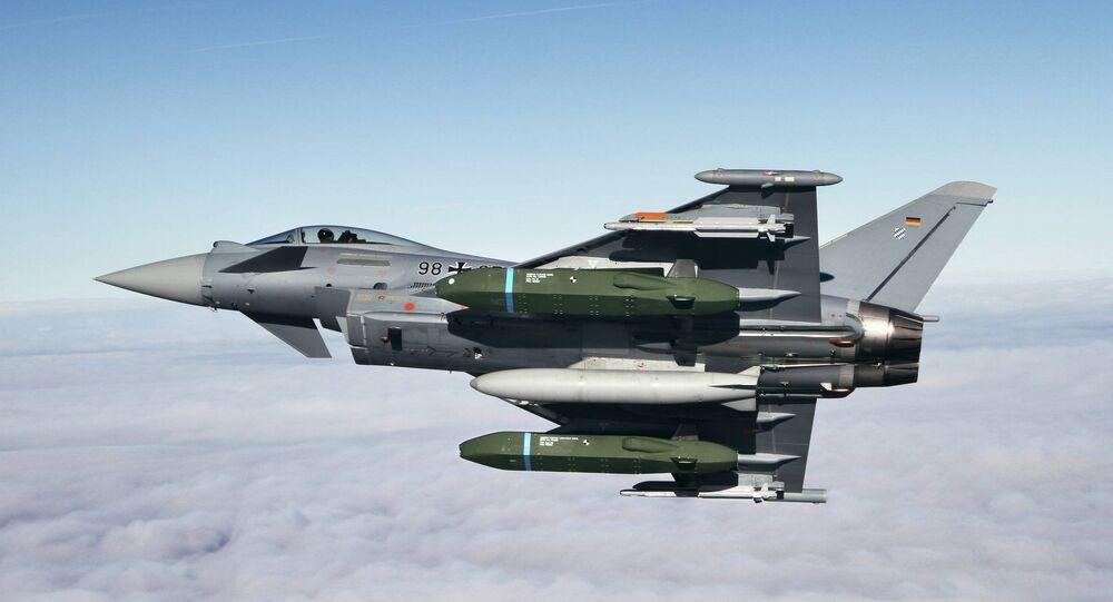 Caccia Typhoon con il missile Taurus KEPD 350 (foto d'archivio)