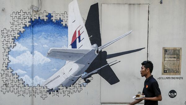 Un murales sul volo MH-370 a Kuala Lumpur in Malesia - Sputnik Italia