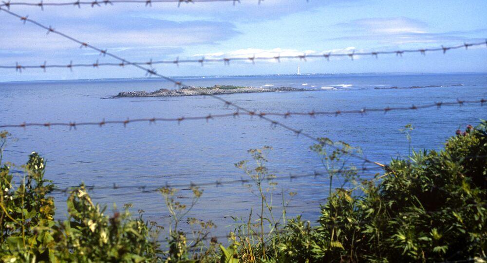 La veduta dello stretto Sovetsky nel Pacifico tra la Russia e il Giappone