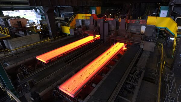 The picture shows red hot steel being flattened in the hot rolling plant at the ThyssenKrupp steel mill Hamborn pictured on December 12, 2014 in Duisburg , western Germany - Sputnik Italia