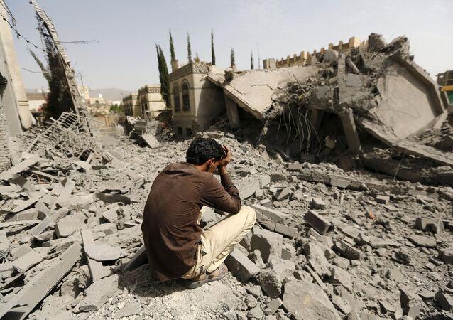 Distruzione nella capitale dello Yemen Sana'a (foto d'archivio)