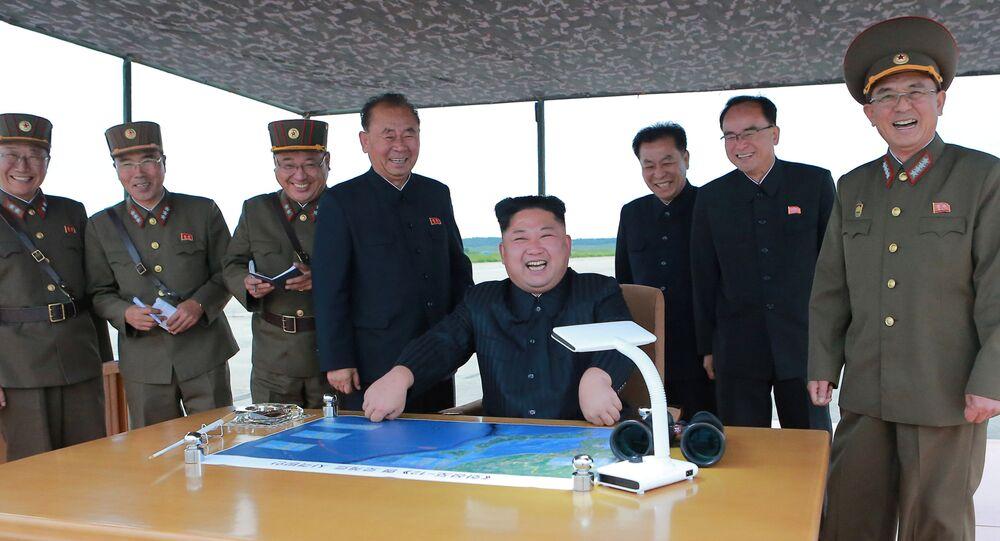 Kim Jong-un e lo Stato Maggiore nordcoreano