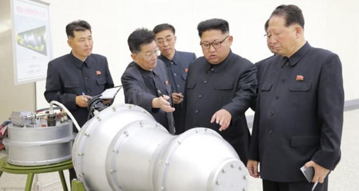 Kim ispeziona un nuovo missile