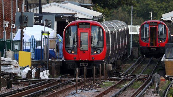 Investigatori forensi alla stazione della metro Parsons Green a Londra. - Sputnik Italia