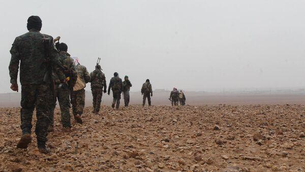 Ribelli delle Forze Democratiche Siriane in marcia verso Deir ez-Zor - Sputnik Italia