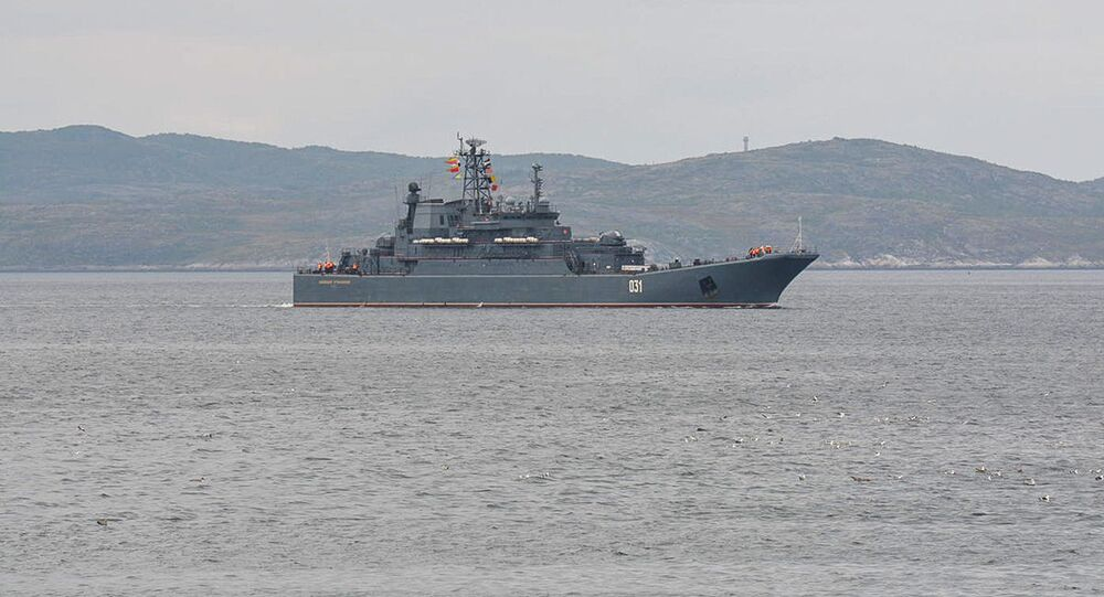 Grande nave da sbarco Alexander Obrakovsky della Flotta del Nord russa
