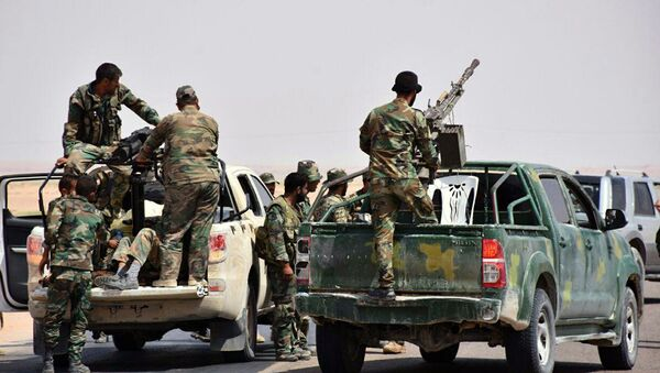 This photo released on Monday, Sept 4, 2017 by the Syrian official news agency SANA, shows Syrian troops and pro-government gunmen standing on pickup trucks with heavy machine-guns mounted on them, in the eastern city of Deir el-Zour, Syria - Sputnik Italia