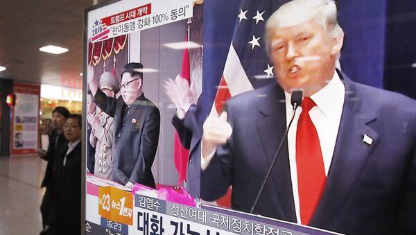 A parole sono già in guerra il presidente americano Donald Trump e il leader nordcoreano Kim Jong-un - Sputnik Italia