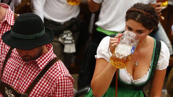 Al festival annuo di birra Oktoberfest a Monaco di Baviera, Germania. - Sputnik Italia