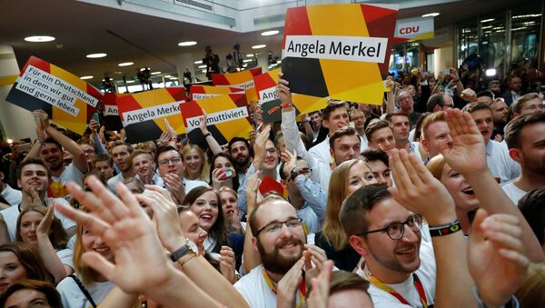 People at the Christian Democratic Union CDU headquarters react on first exit polls in the German general election (Bundestagswahl) in Berlin, Germany, September 24, 2017 - Sputnik Italia