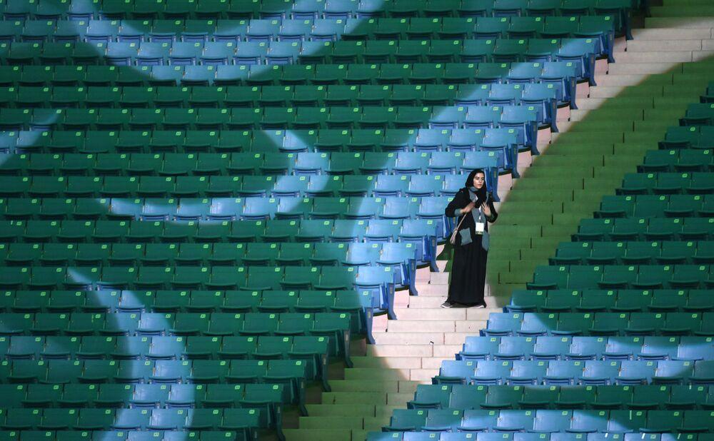 La prima volta allo stadio per le donne in Arabia