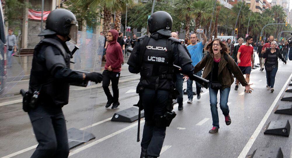 Scontri polizia ed elettori in Catalogna, Spagna