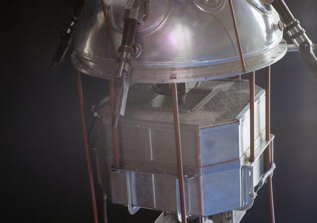 Il primo satellite artificiale della Terra Sputnik-1