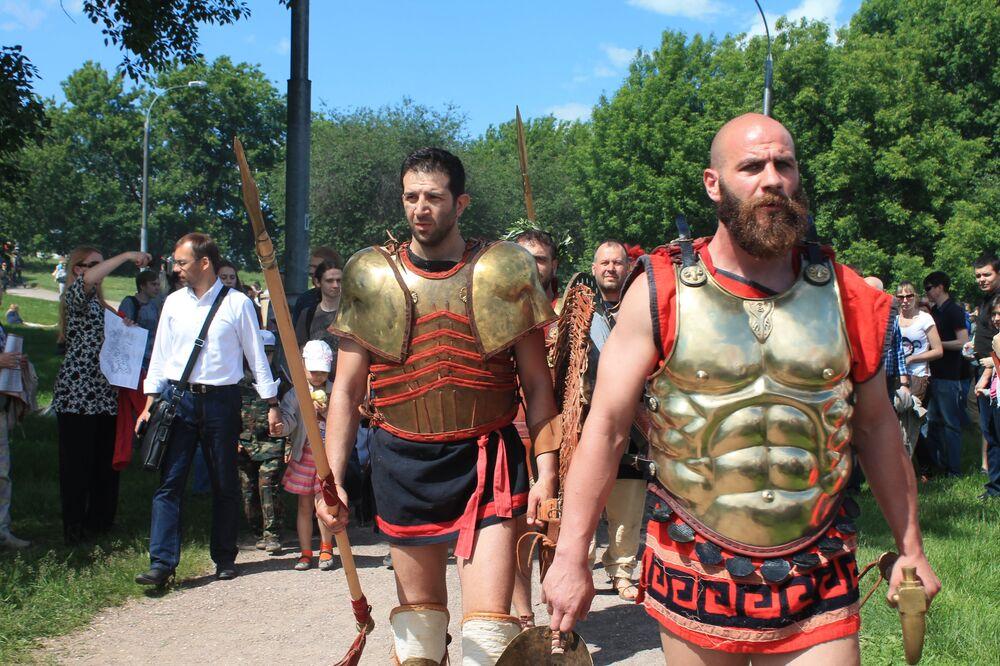 Участники фестиваля отправляются на новый бой