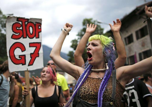 Stop G7 il messaggio degli antagonisti tedeschi al vertice dei grandi del Mondo.