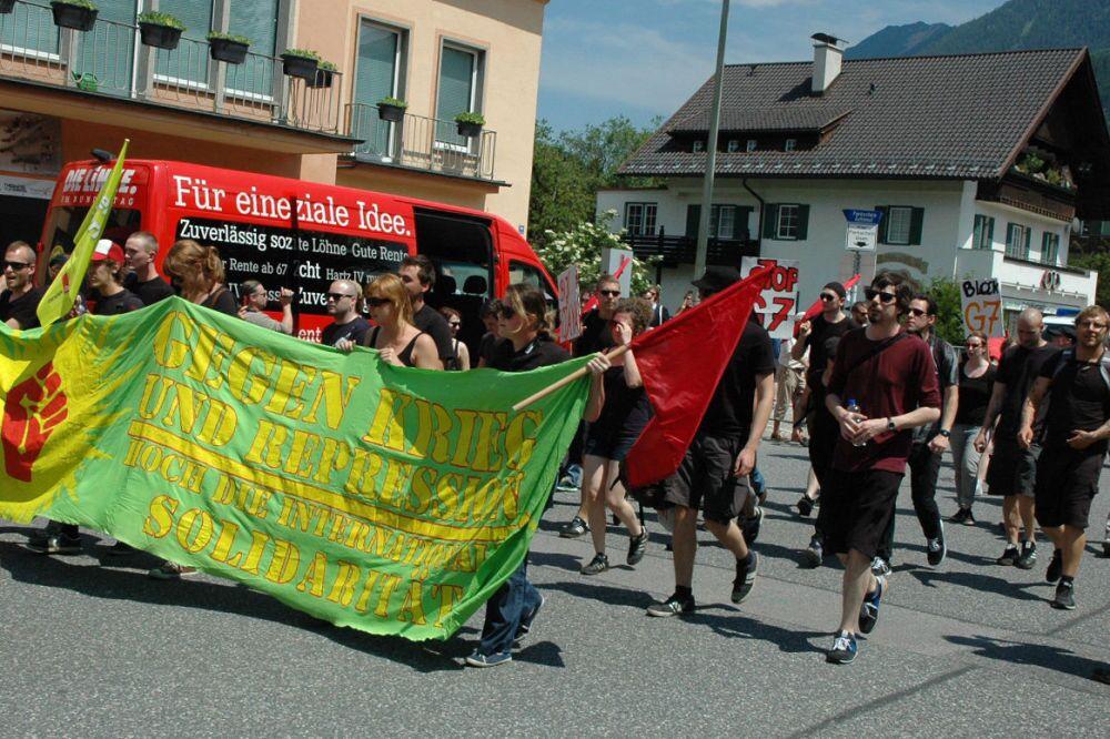 Il corteo contro il G7 a Garmisch.