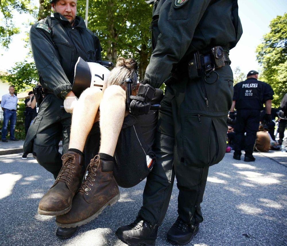 Garmisch, un momento delle proteste contro il G7.