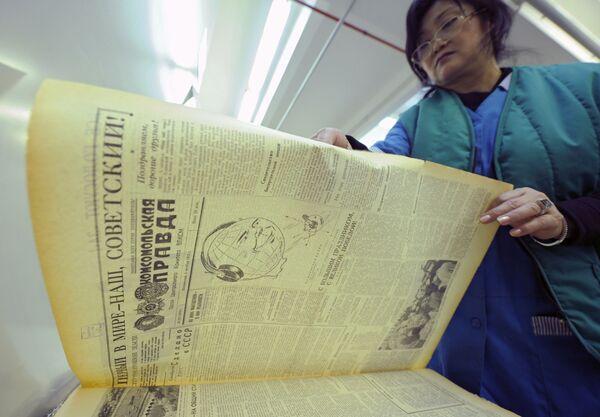 Il numero del quotidiano Komsomolskaya pravda datato 6 ottobre del 1956. È stato dedicato al lancio del satelite. - Sputnik Italia