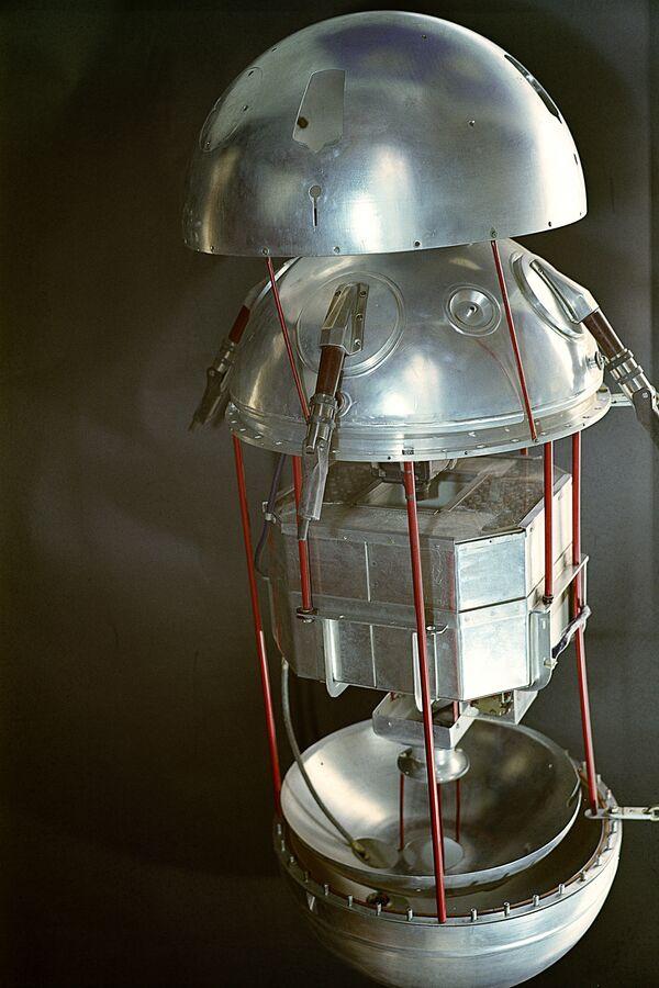 Il primo satellite artificiale smontato. - Sputnik Italia