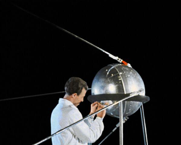 La preparazione per il lancio del satellite. - Sputnik Italia