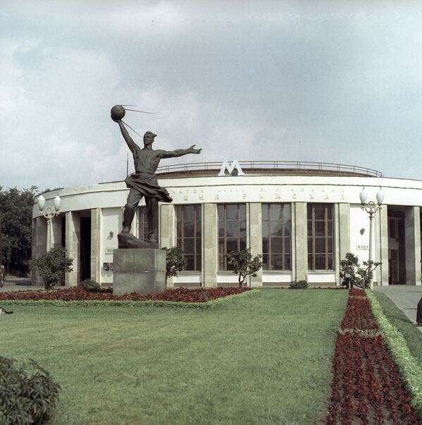 Il monumento ai Creatori del primo satellite della Terra a Mosca. - Sputnik Italia